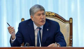 Президент Кыргызстана: Если в учителях школ видят террористов, может быть стоит обратиться к врачу