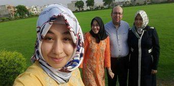 Бывший директор турецкой школы в Пакистане и его семья похищены
