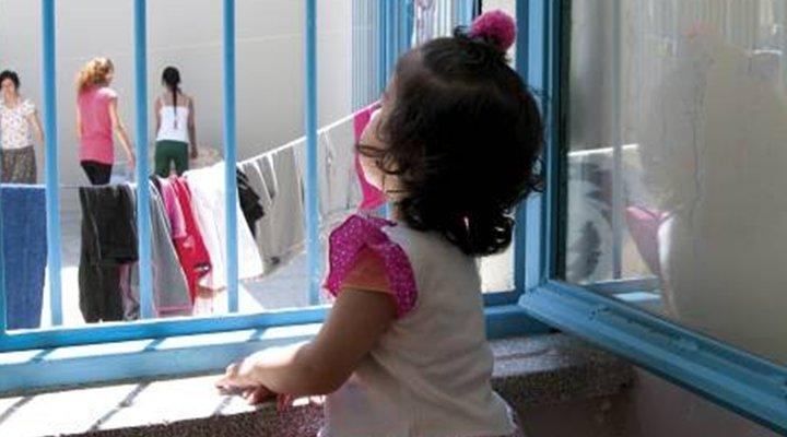 Altı yaşından küçük 594 çocuk cezaevinde
