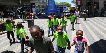 Южноафриканские сироты совершили марш в поддержку турецких детей, находящихся в тюрьмах