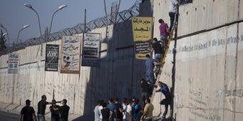«Стена позора», возводимая Израилем вокруг Палестины, строится из цемента и железа из Турции