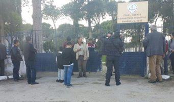 Ученики застрелили директора перед родительским собранием