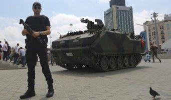 Более 1 млн человек пострадали от режима чрезвычайного положения в Турции