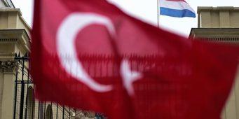 Голландия официально отозвала посла в Турции