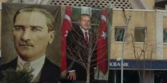 Безработный мужчина с криком «я голодный», сбросил плакат с изображением Эрдогана