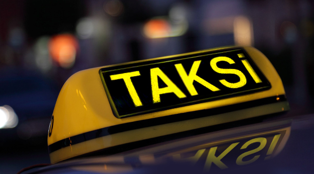 Долго вёз клиента: Турецкому таксисту грозит до 10 лет тюрьмы за обман туриста