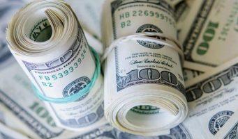 Доллар ослабел в мире, но выиграл в Турции