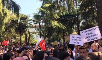 Студенты и преподаватели выступают против решения Минобразования Турции