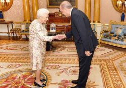 Проправительственные СМИ избегают публикации фото со встречи Эрдогана с королевой Великобритании