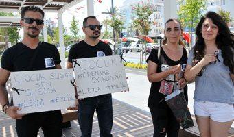 В Турции в ходе мирной акции протеста против насилия над детьми чуть не изнасиловали девочку