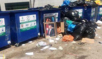 Портрет Давутоглу выбросили в мусорный контейнер
