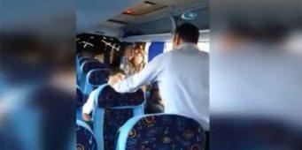 Водитель рейсового автобуса, у которого неожиданно закончилось топливо, решил занять деньги у пассажиров