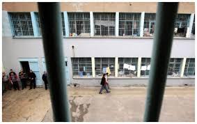 Не тюрьмы, а дома жестокости: В камере на 12 человек живут 30, многие спят по очереди