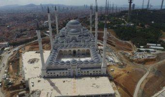 Строительная компания, возводившая мечеть Чамлыджа, попросила защиты от банкротства