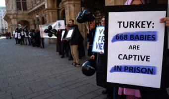 «Плач» 743 заключенных детей в Турции «услышан» в Вене