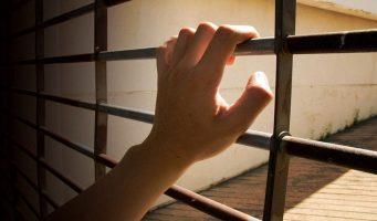 В Турции переполнены тюрьмы, заключенные спят на полу