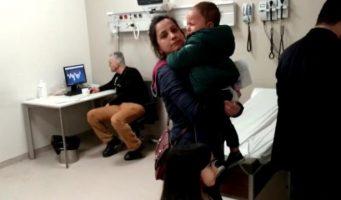 Скандал в больнице: Дети плачут, а врач играет в карты