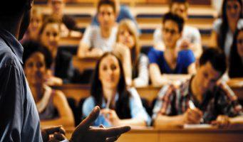 Кризис ударил по студентам: За последние 5 лет университет бросили 1,1 млн человек