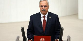 Турецких судей, не имеющих достаточно квалификации, назначали на должности по жребию. Такое признание сделал председатель парламентской комиссии по делам юстиции, депутат парламента от ПСР Хаккы Кёйлю.