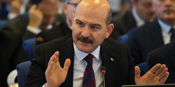 Глава МВД Турции заступился за аморального полицейского