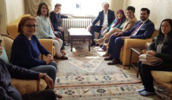 Советник Эрдогана нанесла визит к себе домой в рамках агитационной кампании