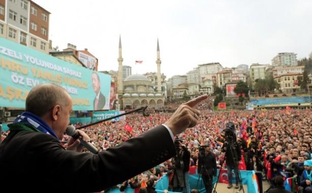 Накануне местных выборов Эрдоган раздает горожанам чай