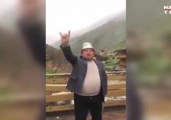 Турецкий политик-националист завыл по-волчьи в горах Тянь-Шаня
