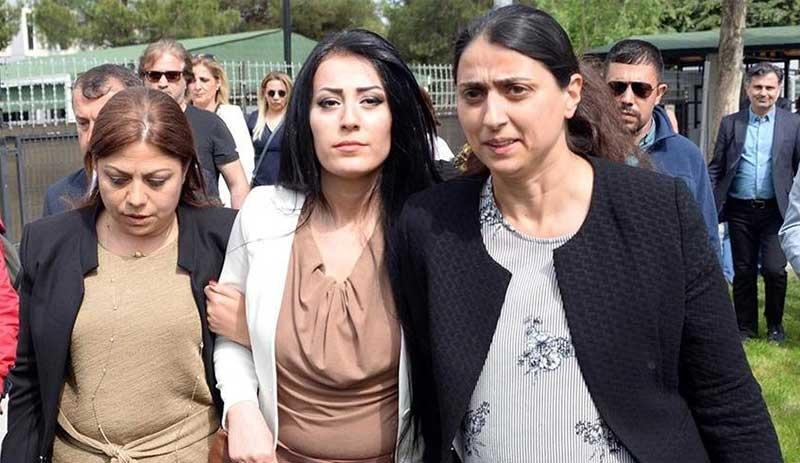 Учительница, говорившая «дети не должны гибнуть», заключена в тюрьму