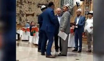 Посол Турции в Кыргызстане покинул ифтар ДУМК КР со скандалом