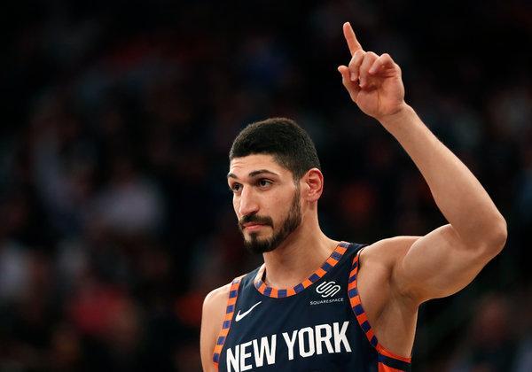 В турецком твиттере НБА вырезали Кантера, игрок обвинил в этом президента Турции