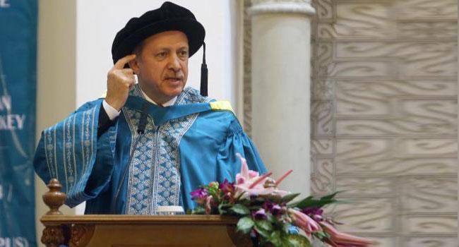 Шофер, заверивший копию диплома Эрдогана у нотариуса, ничего не помнит из-за аварии
