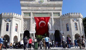 Турецкая молодежь встревожена: Университетов много, а качество образования низкое
