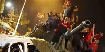 Спор на площади имени «15 июля»: «Путч 15 июля устроил Эрдоган»