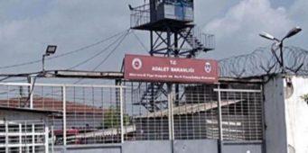 Ни воды, ни воздуха, ни поклонения. 22 задержанных подверглись в тюрьме пыткам
