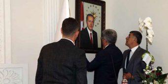 Назначенные мэры от ПСР вывесили портреты Эрдогана у себя в кабинетах