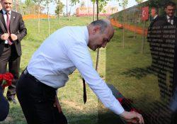 Турецкий памятник в честь жертв 15 июля вызвал споры в Тиране: «Пусть Турция не переносит свои внутренние проблемы сюда»