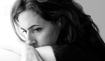 Невидимые стороны экономического кризиса: Разводы возросли, образованные женщины остаются без работы