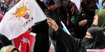 Ряды правящей в Турции партии стремительно тают