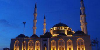 Хутба, посвященная Дню победы, разделила прихожан мечети на два лагеря