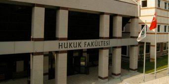 Деканы без юридического образования возглавляют юридические факультеты в Турции