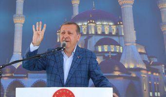 Эрдоган устроил из пятничной молитвы политический митинг