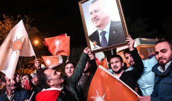 Правящей партии в Турции угрожает ошибочная внешняя политика, плохое управление