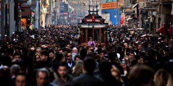 В Турции меньше всего доверяют представителям духовенства и политикам