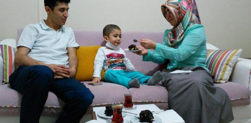 Родителей страдающего лейкемией ребенка арестовали с разницей в полчаса