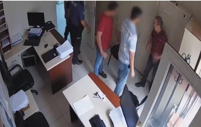 Полицейские избили учителя