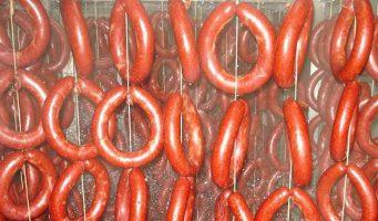 Шашлык и колбасы из свинины. Турецкое министерство выявило порядка 400 видов поддельной продукции