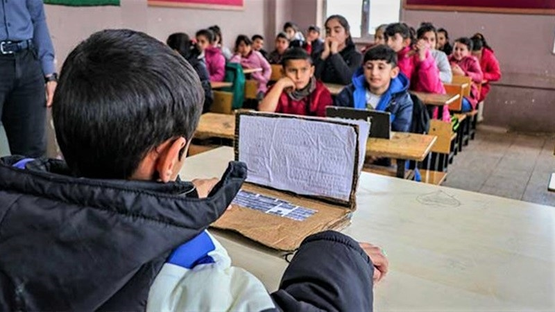 Картонные компьютеры. Крах образования?