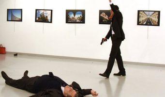 Представитель Кремля: Хотим верить, что убийцы дипломата Карлова будут найдены