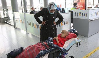 Мать мальчика, страдающего раком костей и вернувшегося из Германии: Власти играли с жизнью моего ребенка