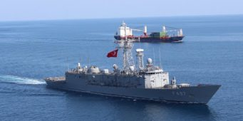 Военные корабли ВС Турции сопровождают гражданские суда, занимающиеся контрабандой оружия в Ливии